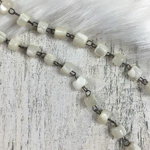 Vintage Jewelry - Carved Mother of Pearl Shell necklace